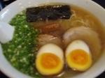「特製らーめん+煮付玉子」@らーめん 茂木の写真
