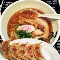 「中華そば(中太麺)650円+リニューアルオープン記念・熱烈餃子(」@麺屋酒房 まこと屋の写真