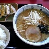 「まんぷくセット(味噌ら〜めん+焼餃子+ごはん+お新香) 1060」@ゆきむら亭 牛久店の写真