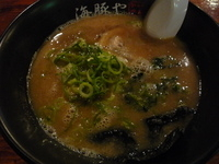 「豚骨ラーメン 580円」@西新 海豚やの写真