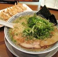 「とんこつ白醤 + ドッカンねぎ + 餃子 (クーポン)」@丸源ラーメン 月見町店の写真