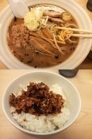 「ブラック太郎+食べるラー油かけごはん」@太麺堂の写真