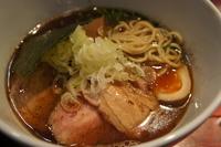 「濃厚魚出汁醤油(中太麺)(760円)、肉1枚(100円)、辛肉ご」@喜元門 つくば東光台店の写真