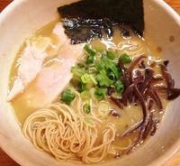 「鶏濃厚鶏ニボラーメン730円バリカタ」@鶏の骨の写真