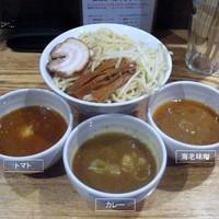 「三色つけ麺(大盛)」@神保町 可以の写真