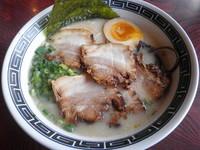 「豚骨半熟味玉ラーメン680円+チャーシュー(無料クーポン)」@博多龍神の写真