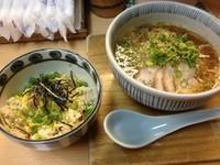 「とりそば並+鶏飯(650+260円)」@元祖岡山とりそば 太田の写真