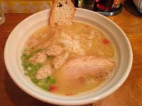 「鶏そば・塩700円+つくね(3個)100円」@はりけんラーメンの写真