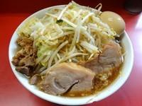 「小ラーメン(700円)+味玉 麺硬めヤサイニンニクカラメ」@ラーメン二郎 上野毛店の写真
