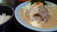 「味噌ラーメン680円+サービスライス」@横浜家系ラーメン 港家の写真