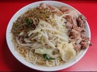 「小ラーメン(700円)+ふりふりカレー 麺硬めヤサイニンニク」@ラーメン二郎 上野毛店の写真
