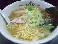 「中華そば(塩)¥700・刻み玉葱増し(チラシサービス)」@麺屋 すんの写真