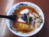 「ワンタンメン(560円)+半ライス(150円)」@新楽の写真