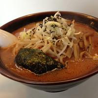 「辛味噌ラーメン(850円)」@手もみらぁめん 十八番の写真