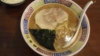 「醤油豚骨ラーメン【700円】」@麻布ラーメン 慶応三田店の写真
