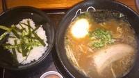 「醤油豚骨ラーメン+Aセット」@かっさんラーメン 西取石店の写真