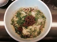 「汁なし坦々麺+温泉卵」@すずらん亭の写真