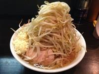 「しょうゆ 2型 (大) 野菜増し  ¥800_」@踊ろうサンダーバードの写真