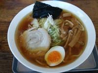 「醤油ラーメン太麺中盛り」@大吉の写真