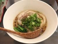 「【限定】コンソメ煮干しラーメン(750円)」@すずらん亭の写真