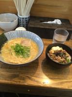 「濃厚鶏白湯ラーメン780円+チャーシューごはん200円」@麺屋 金星の写真