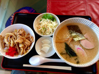「ランチセット(正油らーめんコッテリ+ミニ肉丼)¥850」@ラーメン頑八 入間店の写真