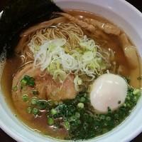 「味玉焼き煮干らーめん(1、2月木曜日限定)850円」@麺や 飛来の写真