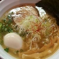 「炙り鯛煮干味玉らーめん 880円(3・4月木曜限定)」@麺や 飛来の写真