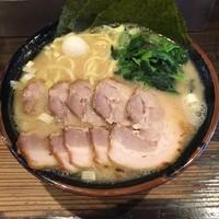「塩薫製チャーシュー麺」@横濱家系 町田商店マックスの写真