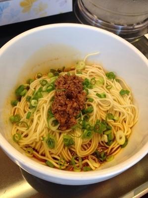 「汁なし坦々麺+ライス」@すずらん亭の写真