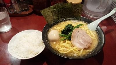 「豚骨醤油らーめん大盛+玉子(ライス無料)」@藤井家の写真