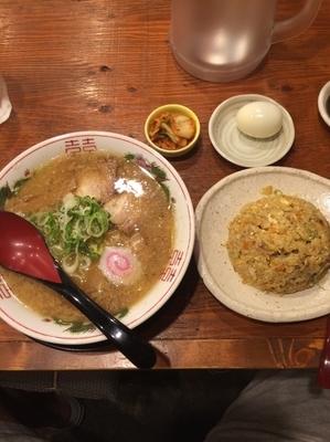 「ラーメン半チャーハンセット」@豚まるラーメン 新大宮店の写真