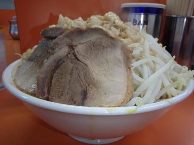 「ラーメン並(730円)ニンニク野菜アブラ」@暴豚製麺所の写真