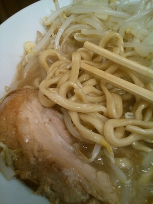 「ラーメン麺半分ニンニク」@自家製ラーメン 大者の写真