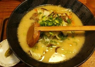 「宮崎地鶏ラーメン 麺半分 890-50円(税抜)」@麺屋勝水の写真
