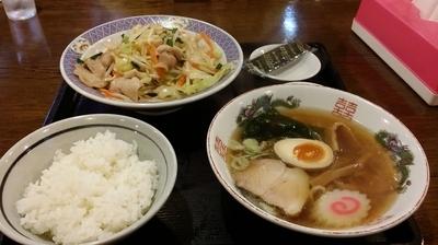 「肉野菜炒め+小ラーメンセット 900円ぐらい」@味のきんせいの写真