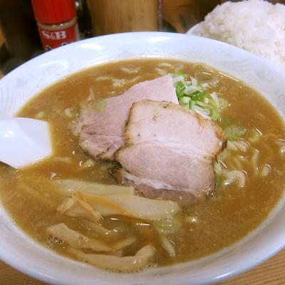 「こく煮干し(中太麺) 700円 + 無料ライス」@長尾中華そば 青森駅前店の写真
