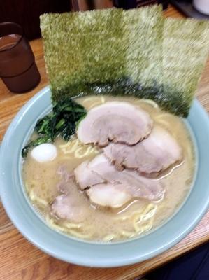 「チャーシュー麺1000円、中盛100円、硬め濃いめ」@横浜ラーメン はま家の写真