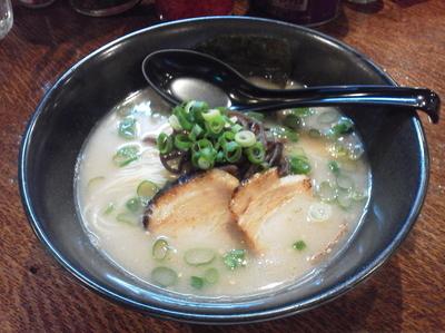「ラーメン白(600円)」@博多らーめん 麺 元気屋の写真
