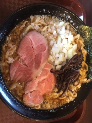「背脂煮干しラーメン 大盛同額 ¥760」@煮干 丸めの写真