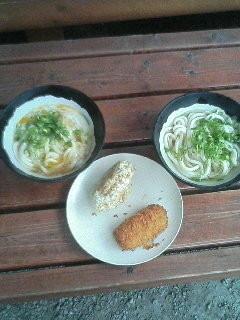 「かまたま・かけうどん ジャガイモ天ぷら+コロッケ」@山越うどんの写真