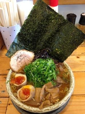 「軽井沢あってり麺(しょうゆ、大盛り)+全部のせスペシャル」@あってりめんこうじの写真
