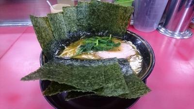 「ラーメン(麺硬め・味濃いめ)+海苔」@はじめ家の写真
