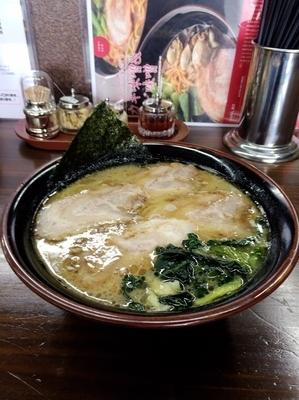 「チャーシュー麺中盛、硬め濃いめ」@麺王の写真