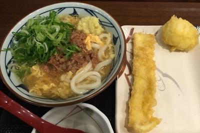 「肉たまあんかけ・並+天ぷら(¥590+計¥220)」@丸亀製麺 大和店の写真