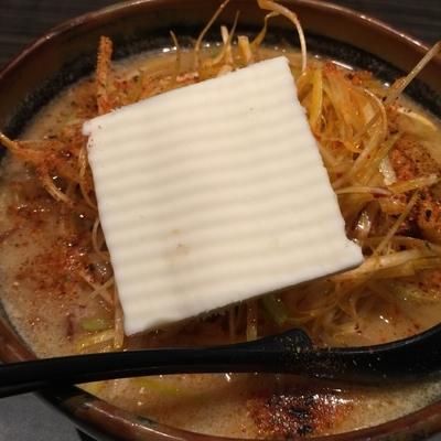 「超バターラーメン大盛 (北海道味噌)肉ネギトッピング」@麺場 田所商店 松戸六高台店の写真
