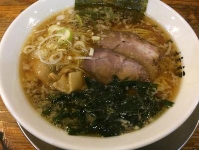 「らーめん 醤油 細麺 680円 ランチライスサービス」@めん屋 桔梗の写真