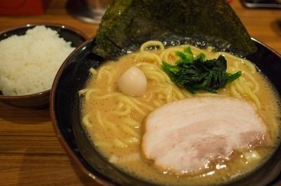 「ラーメン並680円」@横浜家系ラーメン 稲田家の写真