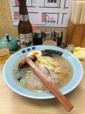 「らーめん 醤油 600円 ビール300円」@ラーメン青木亭 瀬崎店の写真