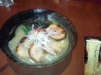 「鶏白湯炙りチャーシューメン1030円」@月の写真